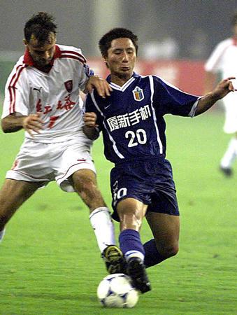 上海中远2-1云南红塔 王贇带球突破萨乌(图文)