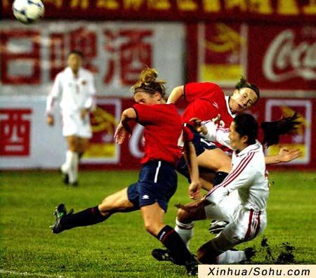 四国女足赛中国队不敌挪威 浦玮抢点射门