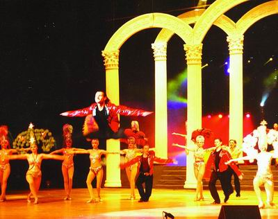 在长沙有一个明显的印迹,这就是,以田汉大剧院,琴岛歌厅,大中华歌厅