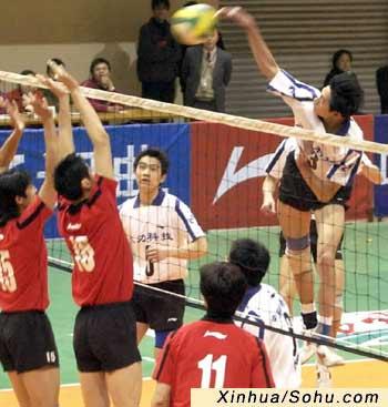 日,在全国男子排球联赛第3轮的比赛中,主场作战的四川队0比3不