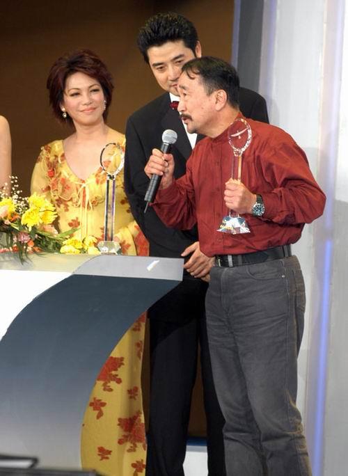 图文:金鹰节闭幕―群星闪耀的颁奖典礼-11