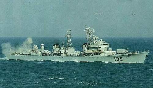 大胆级驱逐舰_109舰的暂新面貌让人看到了旅大级驱逐舰驶向21世纪的曙光