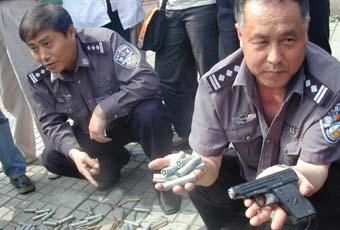沈阳一公园发现若干枪支雷管 警方急征线索(图)