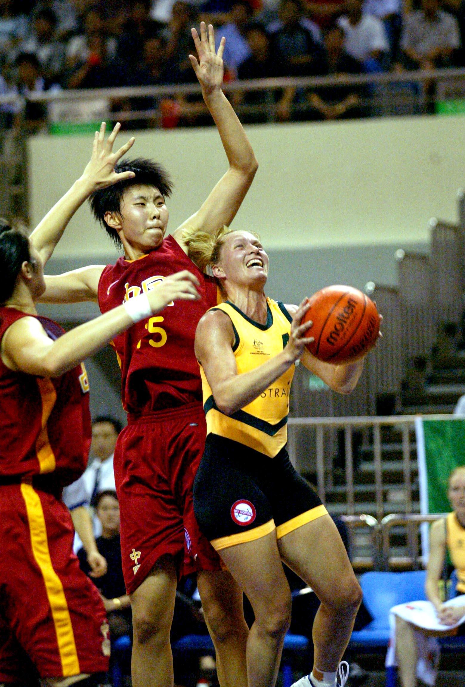 中国女篮72 101澳大利亚 陈楠封盖对手