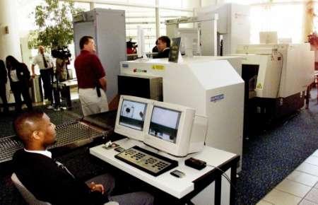 组图 美国机场安检部门安装可看清肌肤的透视仪图片