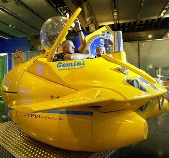 """组图:""""水下跑车""""--世界第一艘娱乐潜水艇"""