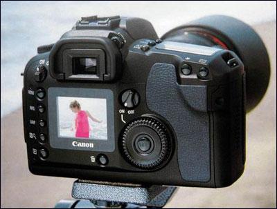 佳能d30并不是简单的以传统eos单反相机为原型改造而