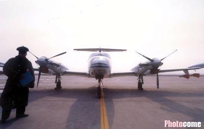 国内首架人工降雨飞机抵京