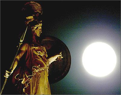 希腊 雅典娜 神像旁的明月