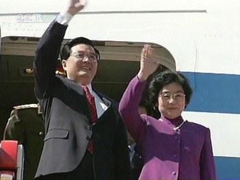 组图:中国国家主席胡锦涛抵达莫斯科