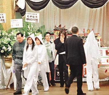... 出殡 Beyond鼓手叶世荣在灵堂举行冥婚(图)-搜狐娱乐
