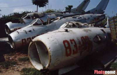 如此之多的报废战斗机放在废品站