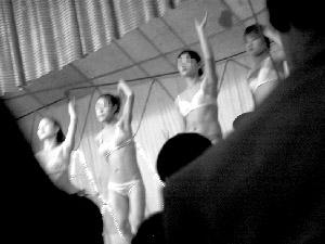 自拍偷拍-脱衣舞_陕西澄城县脱衣舞表演低级淫秽 执法遭到镇干部阻挠