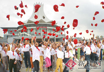 南宁市国际会展中心,孩子们欢呼雀跃.记者何定坚,石慧琼摄