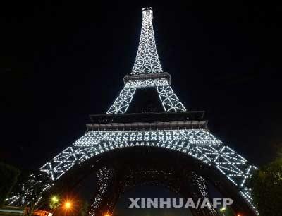 埃菲尔铁塔的灯光将在每小时的前10