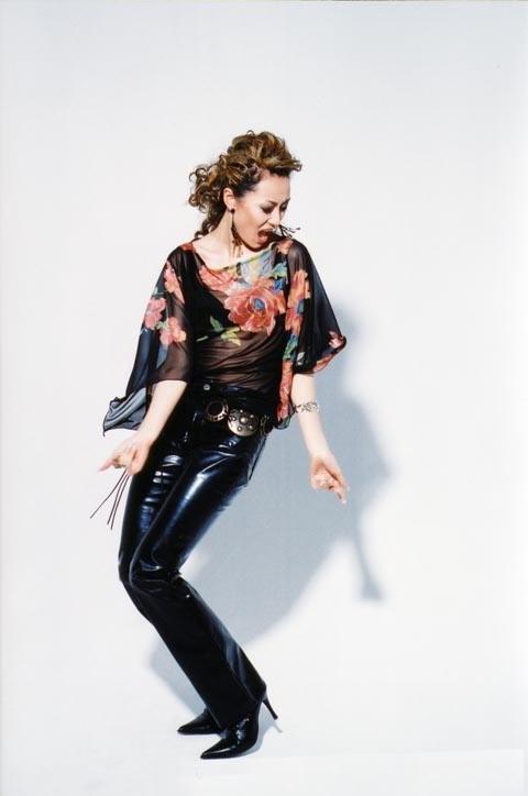 图文:欧美女歌手爱戴性感造型写真-28