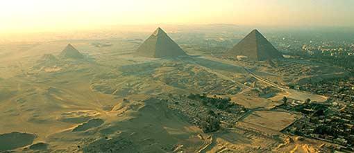 与吉萨高地的金字塔内部结构相吻合