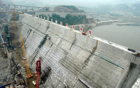 混凝土堤坝结构图
