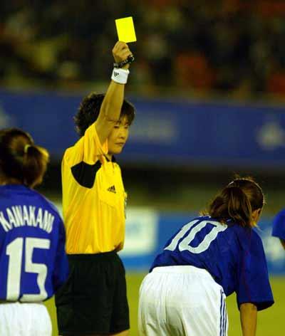 足球史上红牌最多的比赛_足球门将红牌_足球比赛黄红牌