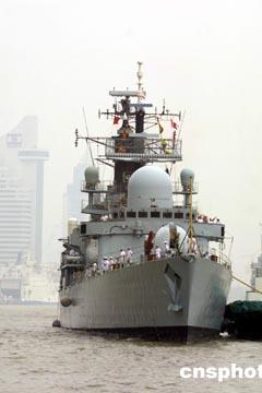 组图:英皇家海军利物浦号驱逐舰访问上海