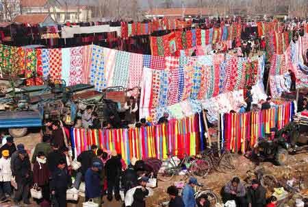 农历羊年春节前夕,在山东省临沂市900多个农村集市