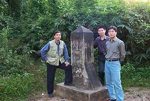 图文:位于云南省西双版纳的中国缅甸边境的国境215界碑
