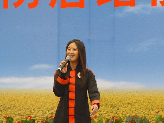 嘉宾主持 李冰CCTV 7 乡村大世界 栏目主持人