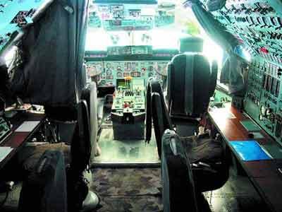 飞机驾驶舱内部结构