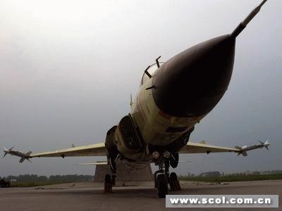 通过成都飞机工业集团公司的试飞站大门