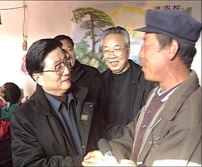 cctv-12 新闻夜话>栏目:黄菊同志在甘肃(组图)