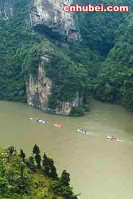 比如,逍遥岛,双江岛,葫芦岛等岛屿和三斗坪湖,巫山湖等湖泊,均成了