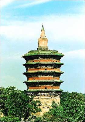 文峰塔位于安阳老城西北隅天宁寺旧址(今安阳