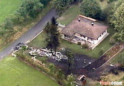 组图:两架飞机德国上空相撞