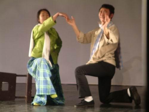图文:人艺青年处女作戏剧展2003年谢幕演出之《瞎子和瘸子》10