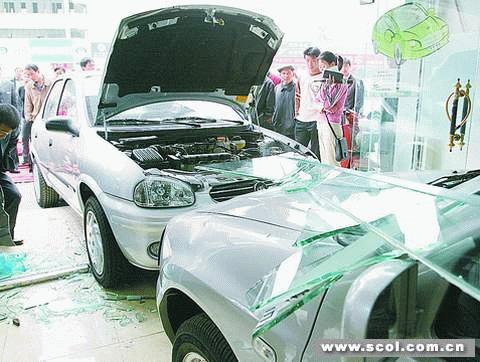 吉利gx7车祸图片
