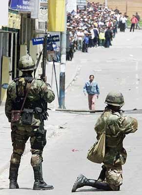 图文:玻利维亚军警发生冲突 17人死亡