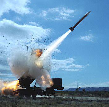 海湾战争老照片:美军发射导弹瞬间