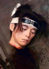 娱乐频道 日韩先锋 哈日一族    这颗苍白的染着血的人头是……难道洼