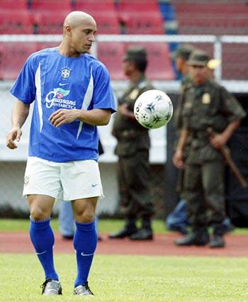 3年9月7日,巴西国家队在哥伦比亚备战2006年世界杯预选赛的首场图片