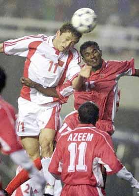 2002年世界杯亚洲区第9小组预选赛中国队主场10:1击败马尔代夫队.