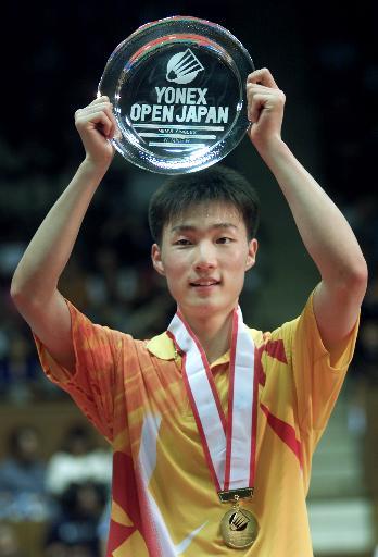 李铉一击败夏煊泽获得日本羽毛球赛男单冠军