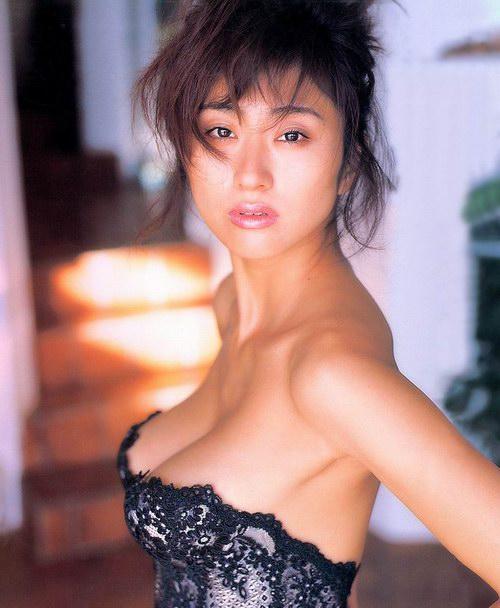 图片:日本性感美女三濑真美子三点式写真