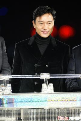 2014年4月1日张国荣_港台电视报道著名歌手张国荣4.1晚跳楼身亡-搜狐娱乐
