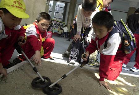 图文:北京科技周科普展-探测金属器