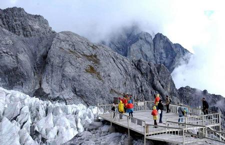 玉龙雪山冰川公园吸引游人 图二