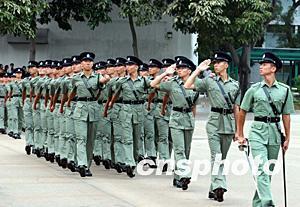 银女论坛_组图:香港举行警察训练学校结业会操