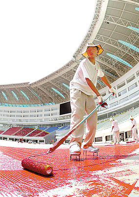 长沙贺龙体育场铺设国内首条高科技跑道(图)