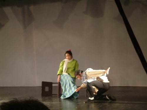 图文:人艺青年处女作戏剧展2003年谢幕演出之《瞎子和瘸子》4
