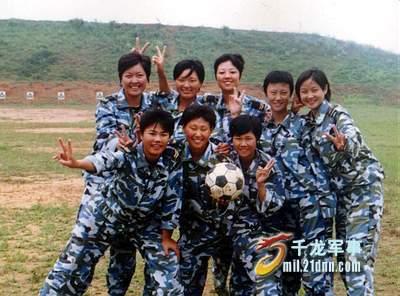 """中国海军陆战队女兵_组图:海军陆战队女兵人美歌甜绰号""""小宋祖英"""""""